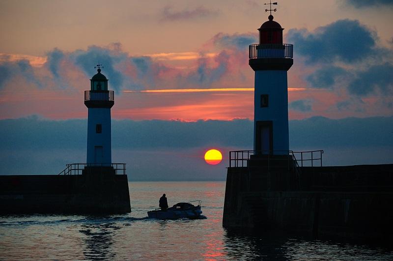 Le port du Palais au coucher du soleil entre les deux feux d'entre