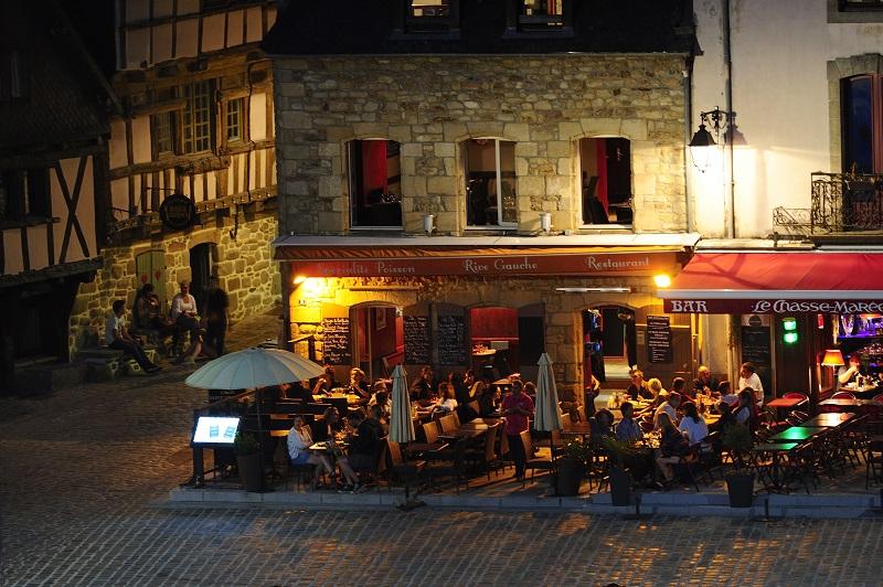 Restaurant eclaire la nuit